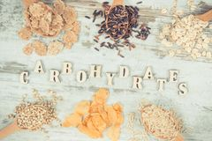 包含碳水化合物和饮食纤维,健康营养的葡萄酒照片、产品和成份 库存图片