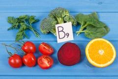 包含维生素B9,自然矿物和叶酸,健康营养概念的滋补不同的成份 免版税库存图片