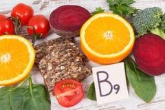 包含维生素B9,自然矿物和叶酸,健康营养概念的滋补成份 免版税图库摄影