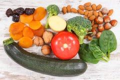 包含维生素K、矿物和饮食纤维,健康营养概念的水果和蔬菜 免版税库存照片