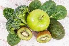 包含维生素K、钾、自然矿物和饮食纤维的水果和蔬菜 库存照片