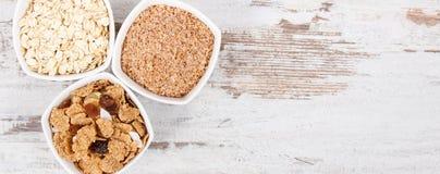 包含自然维生素和饮食纤维,健康营养概念,文本的拷贝空间的食物在土气委员会 免版税库存图片