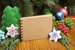 包括您的文本的圣诞节构成笔记薄,克里斯 免版税库存照片