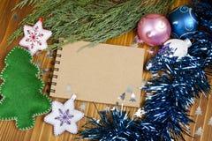 包括您的文本的圣诞节构成笔记薄,克里斯 库存照片