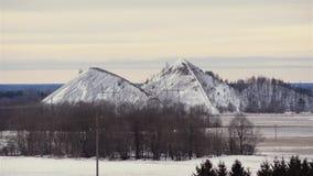 包括的小山雪 照相机:从右到左 33c 1月横向俄国温度ural冬天 股票录像