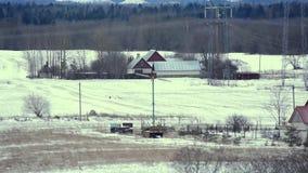包括的小山雪 照相机:从右到左 33c 1月横向俄国温度ural冬天 股票视频