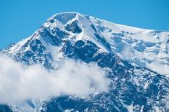 包括的山雪 免版税库存图片