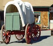 包括的老无盖货车 免版税库存图片