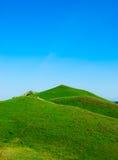 包括的草绿色小山 免版税库存图片