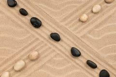 包括石头的两条线的交叉点 库存图片