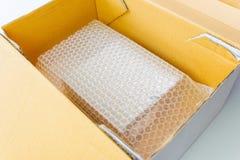 包括箱子的泡影由保护产品的磁泡线厘 免版税库存照片
