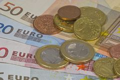 包括钞票和硬币的储款 免版税库存照片