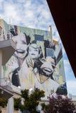 包括整个大厦墙壁的街道画在Psirri邻里,在 图库摄影