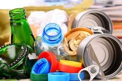 包括玻璃、塑料、金属和纸的可再循环的垃圾 免版税图库摄影