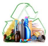 包括玻璃塑料金属和纸的可再循环的垃圾 库存图片
