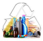 包括玻璃塑料金属和纸的可再循环的垃圾 免版税库存图片