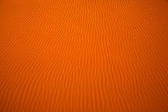 包缠在Liwa绿洲,阿联酋沙丘的被创造的样式  免版税库存图片