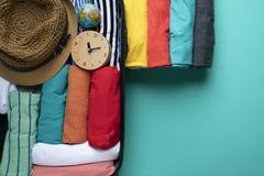 包装一次新的旅途和旅行的一件行李 免版税库存图片