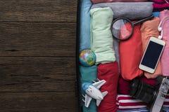 包装一次新的旅途和旅行的一件行李 库存图片
