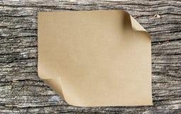 包装纸板料卷起壁角 免版税图库摄影