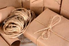 包裹和麻线 免版税库存照片