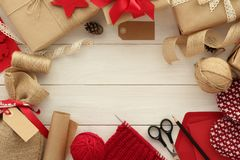包裹圣诞节的礼物 免版税库存照片