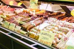 匈牙利蒜味咸腊肠的Sortiment 图库摄影