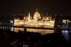 匈牙利议会在晚上,布达佩斯,匈牙利 免版税图库摄影