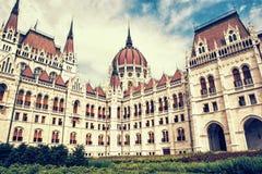 匈牙利议会大厦在布达佩斯,匈牙利,黄色照片 库存图片