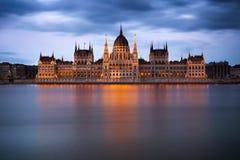 匈牙利议会大厦在黎明,布达佩斯 库存照片