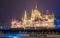 匈牙利议会大厦的夜视图,布达佩斯,欧洲 免版税库存图片