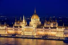 匈牙利议会大厦的夜视图 布达佩斯 免版税库存图片