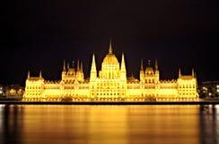 匈牙利议会每晚上 库存照片