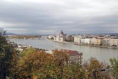 匈牙利,在布达佩斯市的看法, Parlament和多瑙河 免版税图库摄影