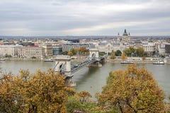 匈牙利,在布达佩斯市的看法, Szechenyi铁锁式桥梁和 免版税图库摄影