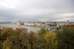 匈牙利,在布达佩斯市的看法, Szechenyi铁锁式桥梁Parl 免版税库存图片