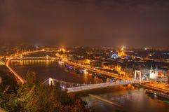 匈牙利,布达佩斯,多瑙河, Elisabeth桥梁,铁锁式桥梁-夜图片 免版税图库摄影