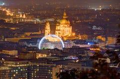 匈牙利,布达佩斯,大教堂圣斯蒂芬` s -夜图片 库存照片