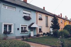 匈牙利:匈牙利五颜六色的房子 免版税库存照片