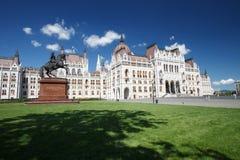 匈牙利-在布达佩斯和s的议会的美丽的大厦 免版税库存图片