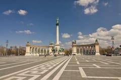 匈牙利-布达佩斯-与collonades的千年纪念碑在英雄 库存图片
