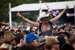 匈牙利Sziget音乐&艺术节女孩和人群 免版税库存图片