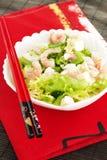 绿化健康混杂的大虾沙拉虾简单的蕃茄 免版税图库摄影