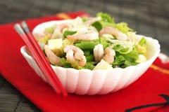 绿化健康混杂的大虾沙拉虾简单的蕃茄 免版税库存照片