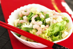 绿化健康混杂的大虾沙拉虾简单的蕃茄 库存照片