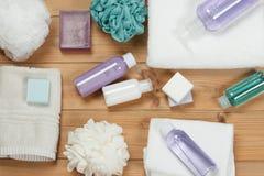 化妆品集合 肥皂酒吧和液体 香波,阵雨胶凝体,身体米尔 免版税图库摄影