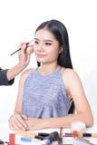 化妆师与美好的模型一起使用 库存图片