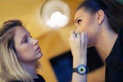 化妆师申请skintone 图库摄影