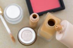 化妆构成,液体基础, concealer,在桃红色sha脸红 免版税库存照片