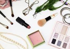 化妆用品和辅助部件。 库存图片